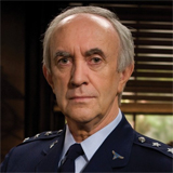 로버트 빙햄 야전 사령관(조나단 프라이스)